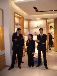Responsables de la empresa presentan la nueva tienda. Foto: Javier Bustamante