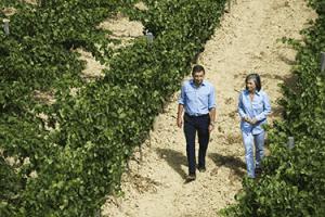 Carmen y Luis, propietarios de la Bodega Valenciso.
